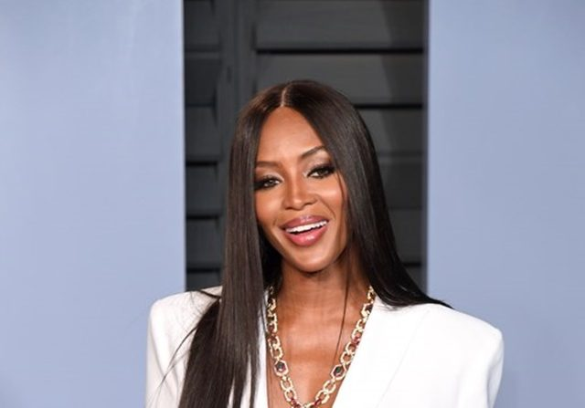 Gaun Tembus Pandang Naomi Campbell di London Fashion Week - Gudang Berita Viral